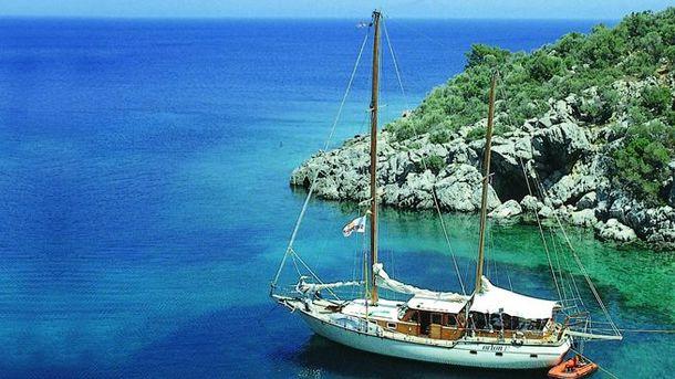 Уберегов Антальи затонуло туристическое судно