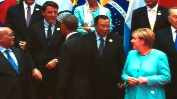 Путин снова остался без рукопожатия