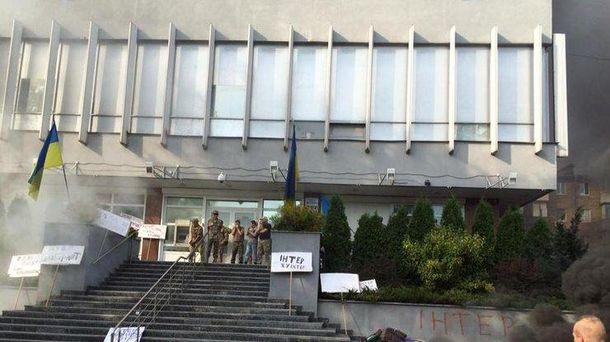 Протест під будівлею