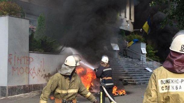 Активісти підпалили будівлю