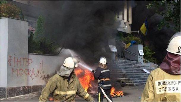 Интер потребовал «решительных действий» против активистов, блокирующих кабинет канала