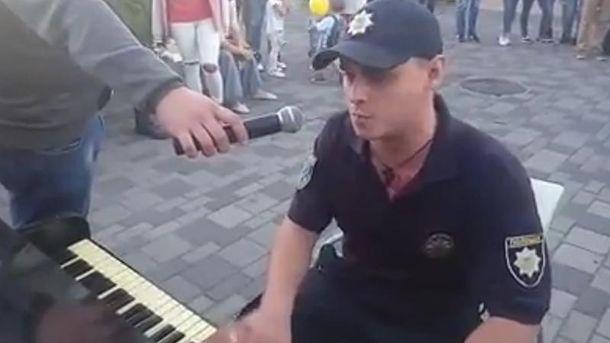 Полицейский-пианист