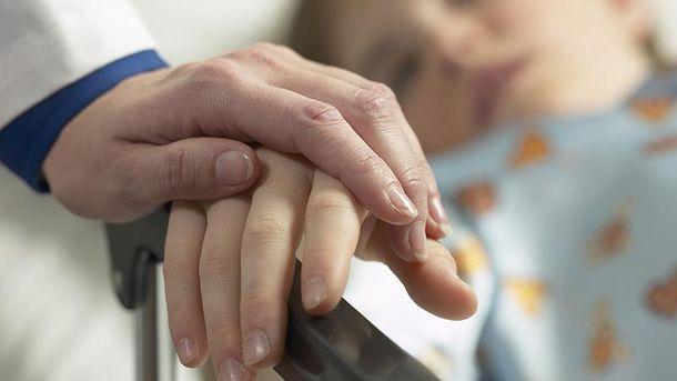 Експерти рекомендують провідувати рідних у лікарнях