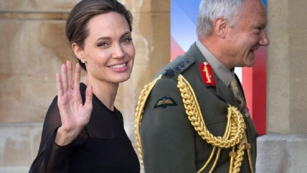 Анджелина Джоли насаммите помиротворчеству ООН встолице Англии — Образ дня