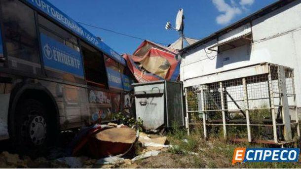 ВКиеве неуправляемый автобус влетел вкафе: большое количество пострадавших