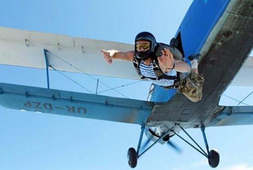 Стрибок з парашутом