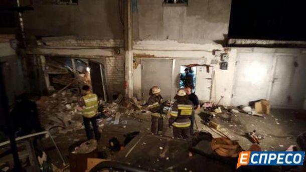 ВКиеве мужчину завалило обломками после взрыва вгараже