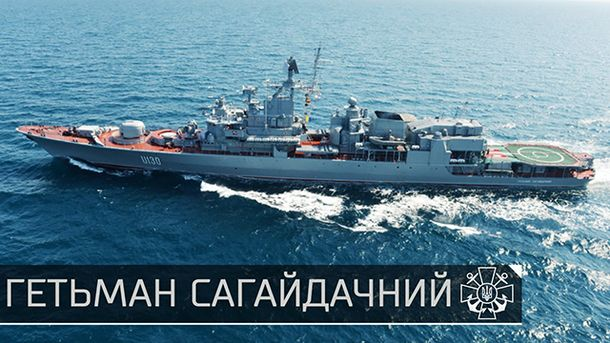 На видео сняли, как украинский корабль вытолкал плавающий