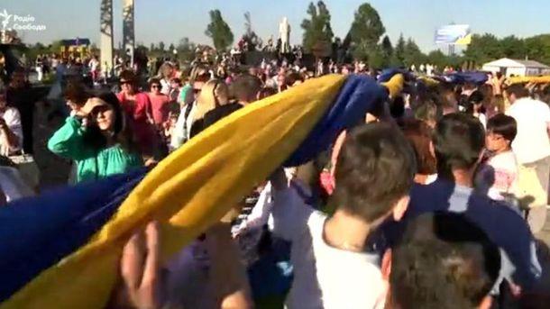Впервые флаг развернули, празднуя освобождение от оккупантов