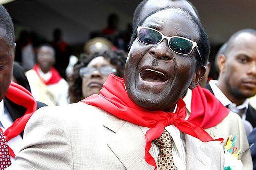 Президент Зимбабве открыл монумент себе