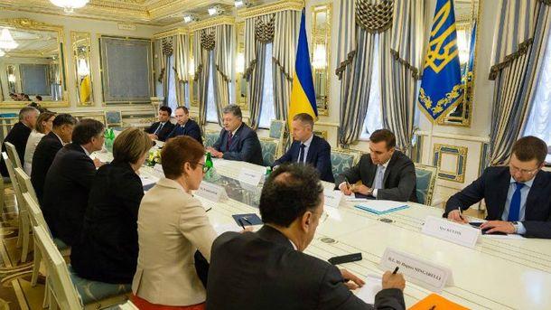 Порошенко провів зустріч з послами країн G7 і ЄС