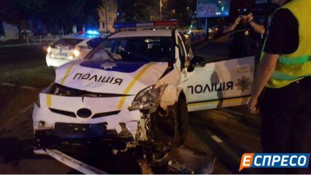 Вцентре украинской столицы столкнулись патрульный Prius итакси: четверо пострадавших