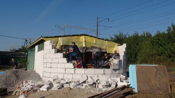 НаКиевщине здешние граждане разрушили недостроенную церковь УПЦМП