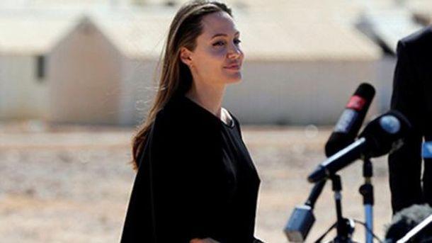 Анджеліна Джолі як посол доброї волі ООН відвідала біженців