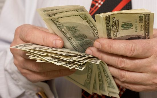 Черный рынок валюты оценили в 1,2 миллиарда долларов в месяц