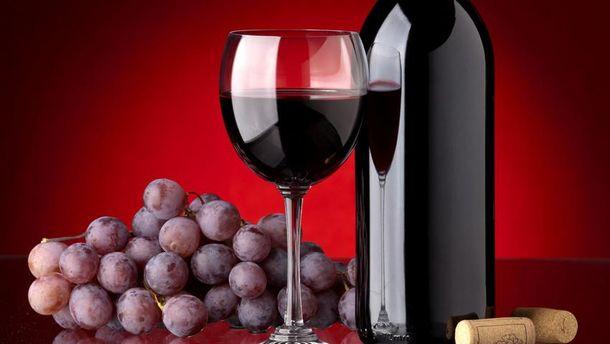 Червоне вино і виноград