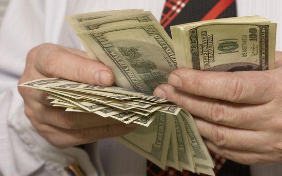 Подешевел и наличный доллар