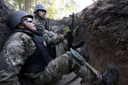 Украинские военные в окопе