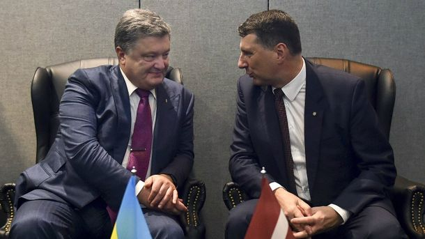 Порошенко провел встречу с президентом Латвии