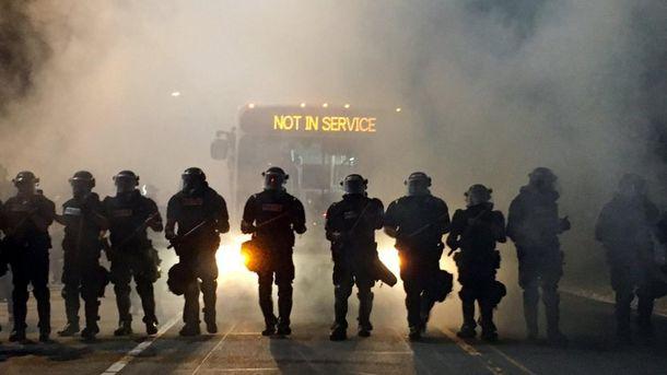 США знову сколихнули протести через вбивтсво поліцейськими