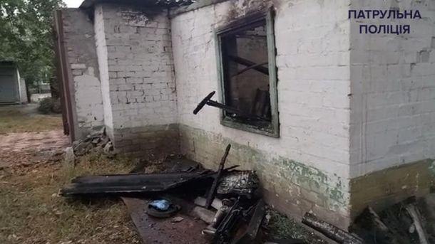 ВДнипре полицейские наруках выносили людей сограниченными возможностями изгорящей психбольницы