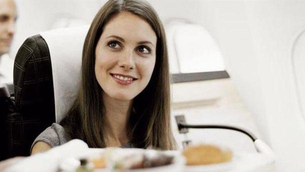 Нюанси харчування на борту: як не залишитись голодним у небі