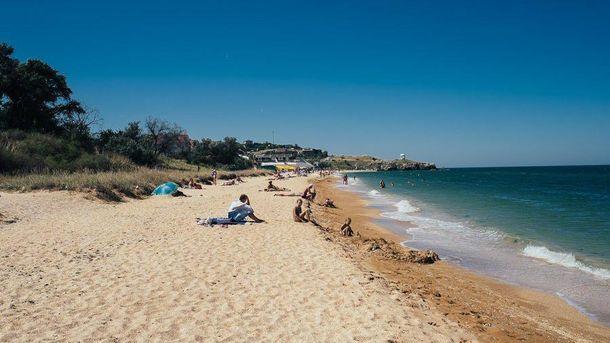 Пустой пляж в оккупированном Крыму