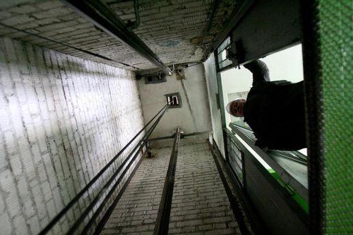 Лифт с людьми сорвался с 19 этажа в Москве, никто не выжил