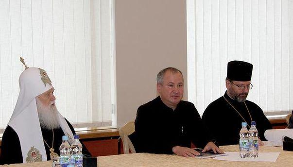Василий Грицак со священнослужителями