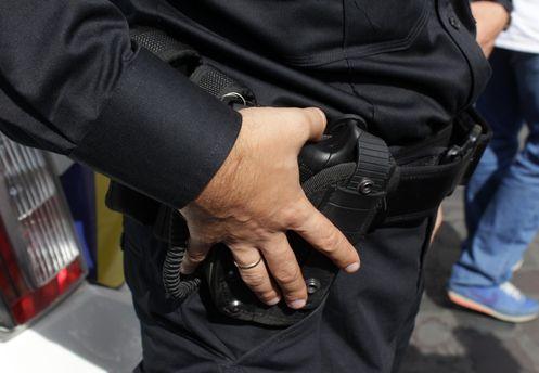 Полицейский стрелял резиновыми пулями