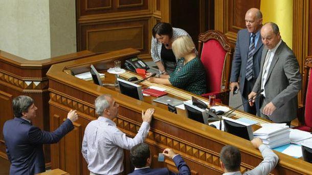 Рада звільнила суддів, які виносили рішення проти Євромайдану