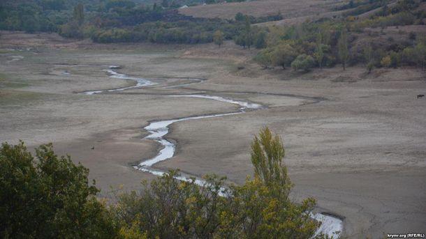 ВКрыму критическая ситуация: пересохло верховье водохранилища