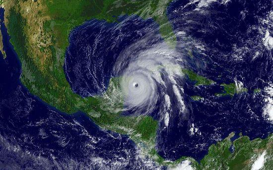 Кариби і США очікують потужний ураган «Метью»