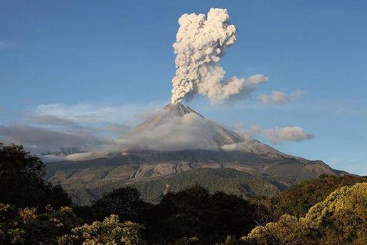 УМексиці прокинувся вулкан Коліма— фото, відео