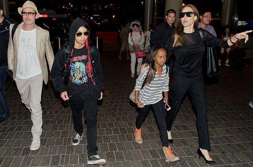 Джоли отвоевала уПитта право навоспитание ихшестерых детей