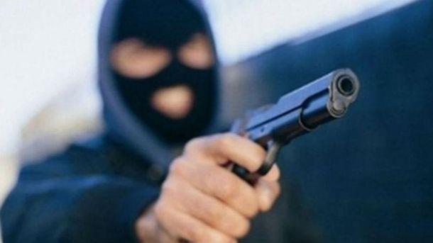 ВКиеве неизвестные вмасках отобрали укопа оружие ислужебное свидетельство