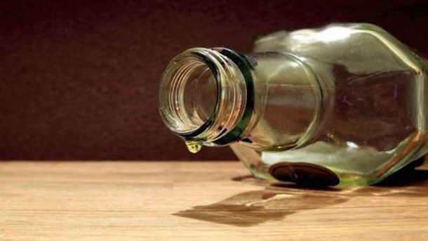 Поддельный алкоголь продолжает убивать украинцев