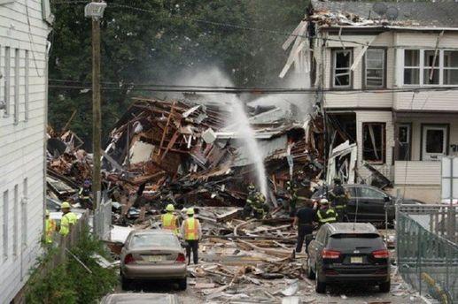 У США потужний вибух знищив два будинки