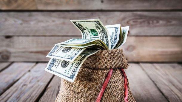 Украинцы несут все больше денег в банки