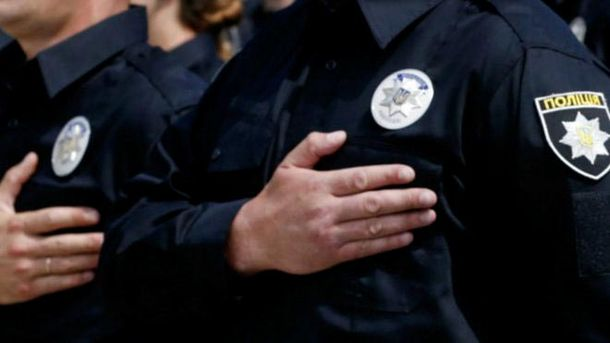 Полицейский спас семью с сыном изогня— Пожар вКиеве