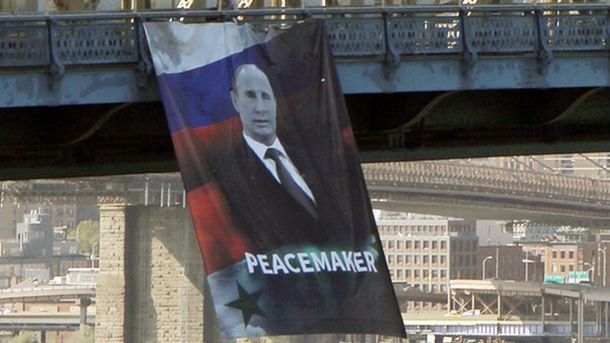 Намосту вНью-Йорку вивісили банер зпортретом Путіна- «миротворця»