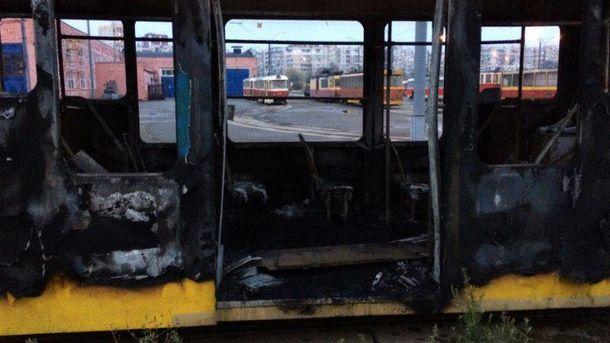 Сгоревший вагон трамвая