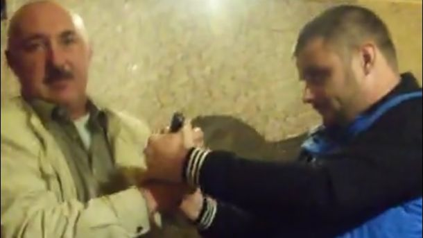 Заместитель начальника «полиции ЛНР» устроил вооруженный дебош вбаре