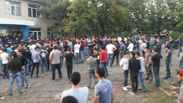 В столкновениях участвовали 200 человек