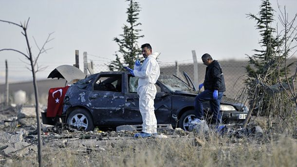 Накануне двое смертников взорвали себя посреди дороги в Турции