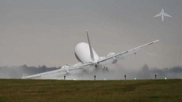 Як в Празі на злітній смузі мало не розбився літак: вражаюче відео