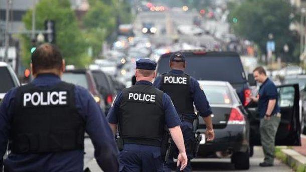 Поліція евакуювала людей з будівлі