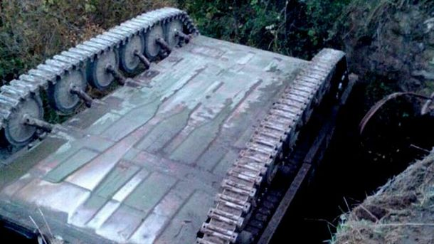 Украинские военные опрокинули БМП под Львовом и убежали