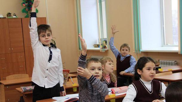 Педагогам назаметку: Минобразования потребовало от учителей общаться только наукраинском