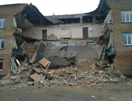 Обвалена стіна школи
